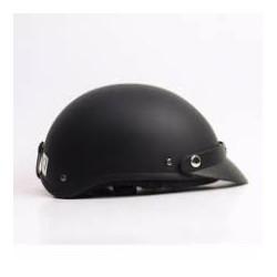 Mũ bảo hiểm đen nhám  và lưỡi trai mũ