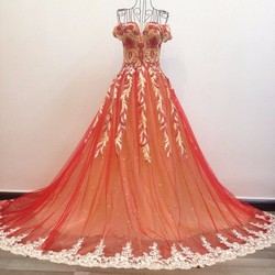 Váy cưới xoè phối màu, đỏ tươi tùng lót kim tuyến