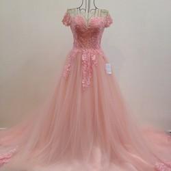 Váy cưới đuôi dài, tay con, chân ren cao dày sang trọng