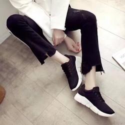 Giày thời trang nữ đen nâng đế