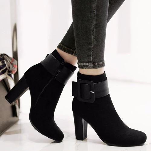 Giày boot da lộn nữ cổ cao đế gót vuông nhọn 8cm giày bốt nữ màu đen kiểu khóa kéo tiện dụng giày boot mùa đông lót vải ấm chân cổ cao giày boot nữ ul - 21210533 , 24404871 , 15_24404871 , 359000 , Giay-boot-da-lon-nu-co-cao-de-got-vuong-nhon-8cm-giay-bot-nu-mau-den-kieu-khoa-keo-tien-dung-giay-boot-mua-dong-lot-vai-am-chan-co-cao-giay-boot-nu-ul-15_24404871 , sendo.vn , Giày boot da lộn nữ cổ cao đế