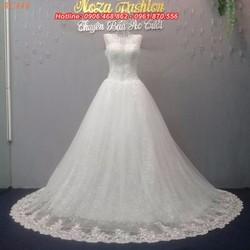 Váy cưới cổ tròn, tùng lót ren ẩn AC446