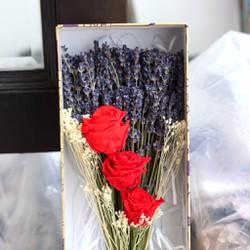 Hộp quà tặng sinh nhật 3 hoa hồng vĩnh cửu