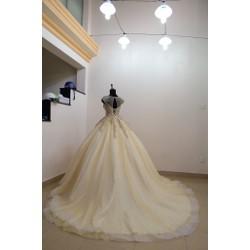 đầm cưới vàng