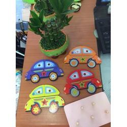 Set 4 ô tô gỗ với 4 màu khác nhau