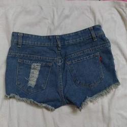 Quần short jeans nạm đinh