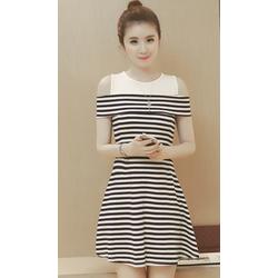 Áo đầm khoét vai sọc đen trắng