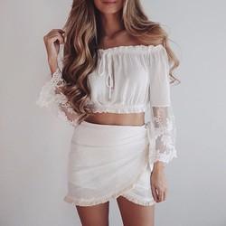 Áo trắng trễ vai crop-top tay dài