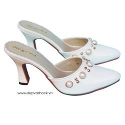 Giày cao gót mũi nhọn màu trắng
