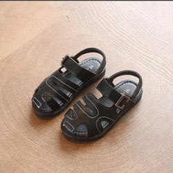 Giày sandal bé trai