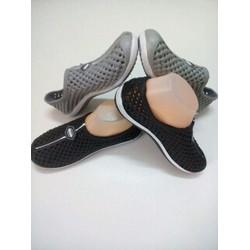 Giày nữ nhựa thời trang