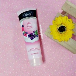 Dưỡng thể Olay Silky Berry Body Lotion 250ml