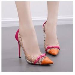 Giày cao gót trong suốt đinh tán mũi nhọn