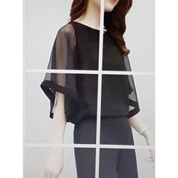 Bộ áo quần nữ thiết kế hợp thời trang, phong cách sang trọng.