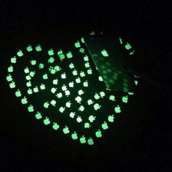 Miếng dán táo phát sáng dạ quang cho điện thoại 4