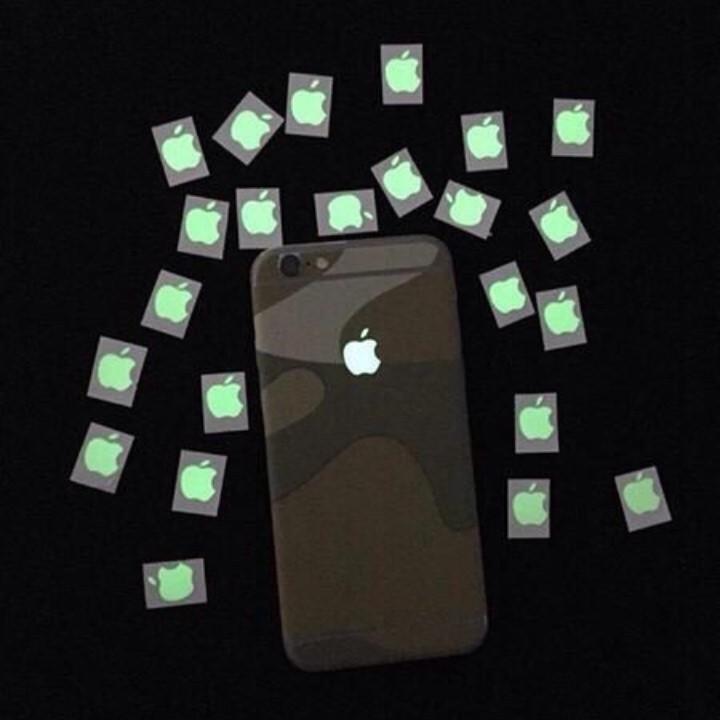 Miếng dán táo phát sáng dạ quang cho điện thoại 2