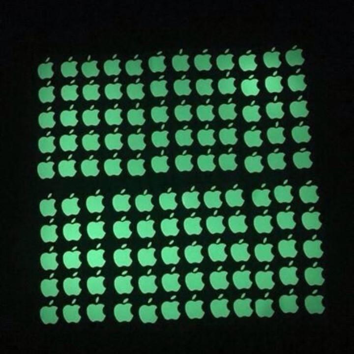 Miếng dán táo phát sáng dạ quang cho điện thoại 3