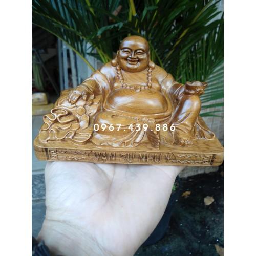 Phật Di Lặc để xe ô tô gỗ bách xanh - DL09BXC1