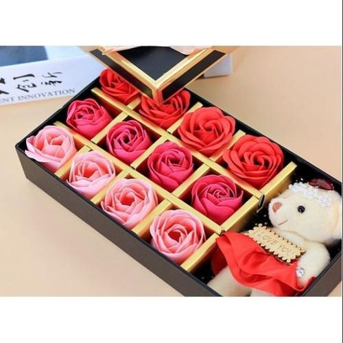 12 bông hồng kèm gấu