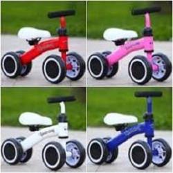 Xe chòi chân 4 bánh tự cân bằng cho bé