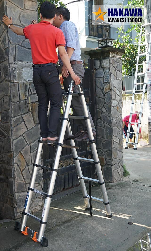 Thang nhôm rút cao cấp HAKAWA HK-250 5m Cơ chế tự cân bằng giúp thang luôn vững chắc khi sử dụng. Tải trọng của thang lên tới 300kg (tương đương 6 người trưởng thành) sử dụng cùng lúc.