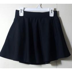 Chân váy xòe ngắn có túi 2 bên và kèm quần bên trong chất đẹp