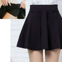 Chân váy xếp ly ngắn có kèm quần bên trong dễ thương