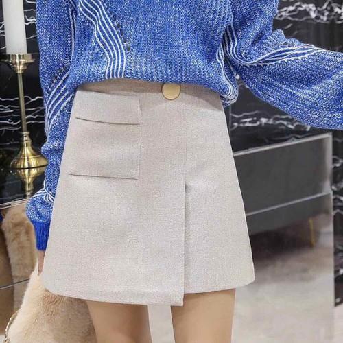 Chân váy dạ mịn , dáng A . y hình