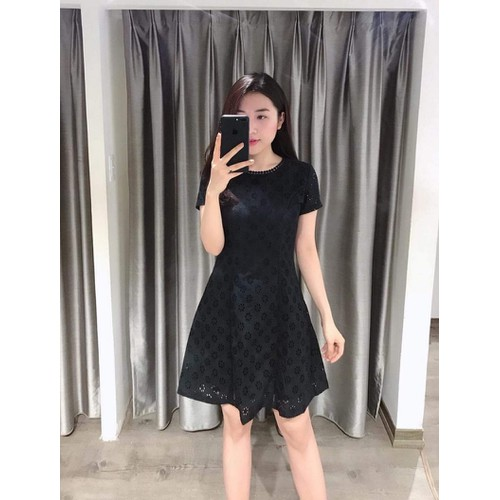 Váy xòe ren