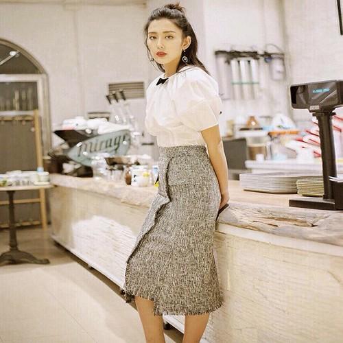 Sét Áo Trắng Tay Phồng Kết Hợp Chân Váy Xám Siêu Đẹp