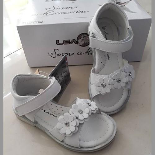 Giày sandal bé gái chính hãng