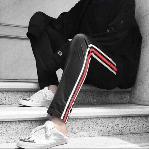 Quần nỉ thể thao sọc trắng đỏ phong cách M039