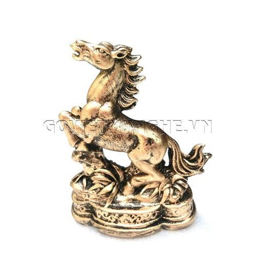 Tượng Đá Ngựa Phong Thủy - Màu Nhũ Vàng - 6428510 , 13051952 , 15_13051952 , 150000 , Tuong-Da-Ngua-Phong-Thuy-Mau-Nhu-Vang-15_13051952 , sendo.vn , Tượng Đá Ngựa Phong Thủy - Màu Nhũ Vàng