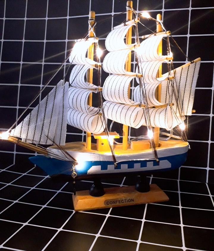 Mô Hình Thuyền Gỗ Hải Quân- Đèn Led 4