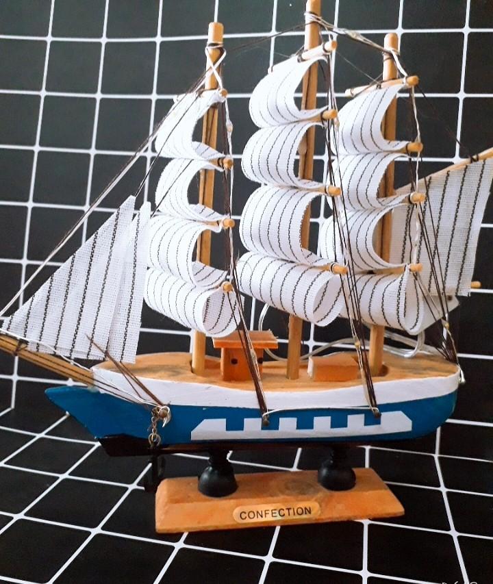 Mô Hình Thuyền Gỗ Hải Quân- Đèn Led 3