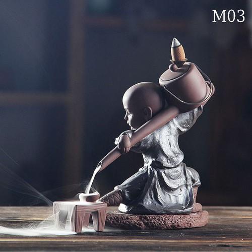 Thác khói trầm hương tượng chú tiểu rót trà 2018 - M03