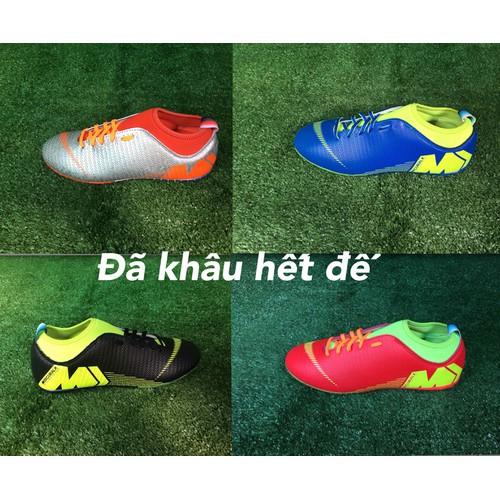Giày đá bóng đá banh