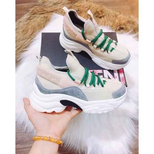Giày sneaker cao cấp siêu nhẹ