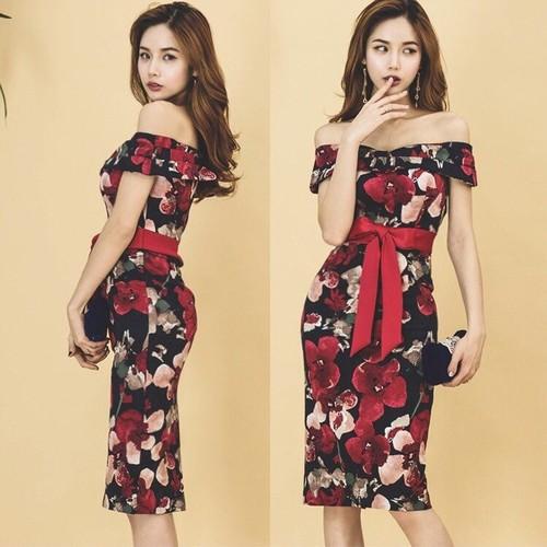 Đầm ôm in hoa bẹt vai