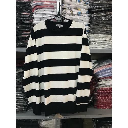 Sweater sọc trắn đen to