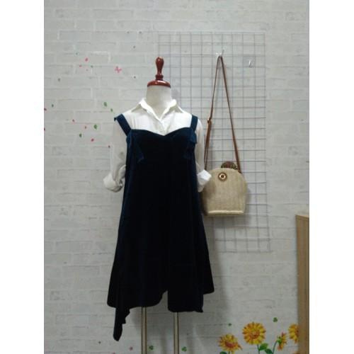 Set đầm nhung xanh và áo sơ mi trắng