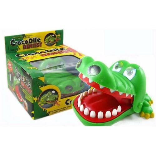 Cá sấu cắn tay cực vui nhộn cho bé