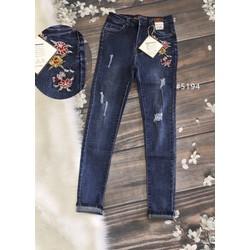 quần jean nữ rách thêu hoa