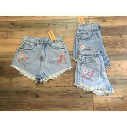 Short jeans nhạt thêu hoa