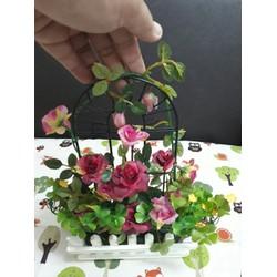 Cây, hoa trang trí nhà cửa, tủ kệ - Hàng rào treo hoa hồng đỏ