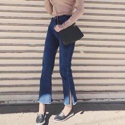 Quần jeans loe xẻ nhẹ lai