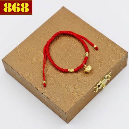 Vòng dây tết đỏ cẩn thỏi vàng TD7 hộp gỗ