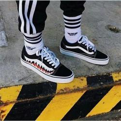Giày Van răng cưa