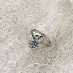 Nhẫn trái tim đính hạt