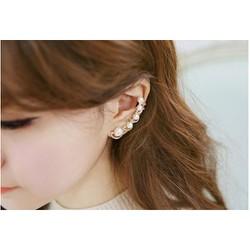 Bông tai kẹp vào vành tai